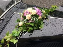 Fahrzeugdekoration für das Hochzeitsauto