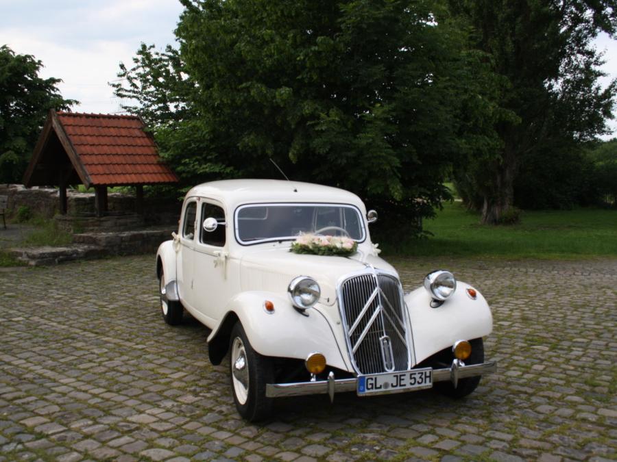 Oldtimer mieten Köln - Citroen 11 CV - weiß